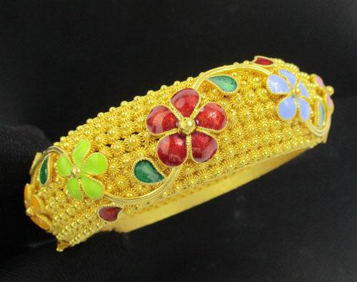 กำไล ดอกพิกุล ตัดลาย ล้อมดอกไม้ ลงยา รอบวง ทอง96.5 งานสวยมาก นน. 98.22 g
