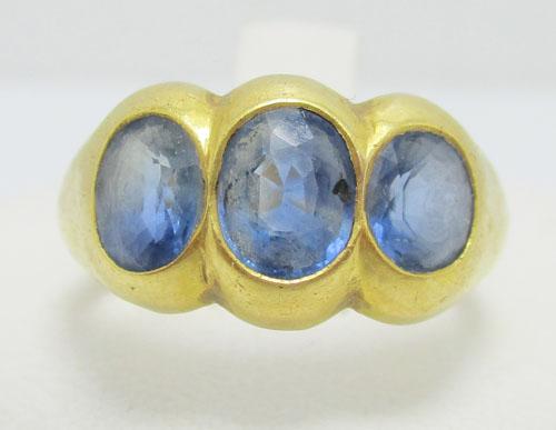 แหวน ไพลินกาญจนบุรี 3 เม็ด 3.50 กะรัต ทอง90 งานเก่า หลุดจำนำ นน. 6.02 g