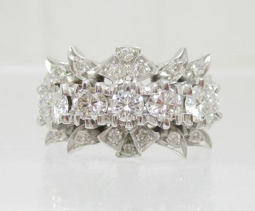 แหวน เพชรแถวชู 5/0.69 ct ฝังเพชร 20/0.21 ct งานทองขาวโบราณ(ปาหะ) นน. 3.88 g