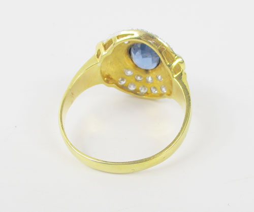 แหวน ไพลิน 1.50 กะรัต ฝังเพชร 18 เม็ด 0.62 กะรัต ทอง90 งานสวยมาก นน. 7.35 g 2