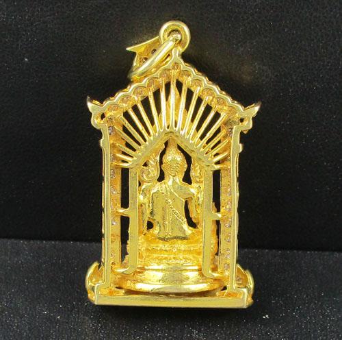รหัสสินค้า 042388 พระพุทธชินราช เนื้อทองคำ กรอบทอง ฝังเพชร 40 เม็ด 1.38 กะรัต นน. 29.12 g 1