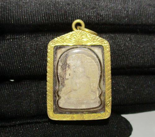 พระผงของขวัญ วัดปากน้ำ เนื้อผง เลี่ยมทองเก่า ปิดหลัง นน. 7.54 g 3