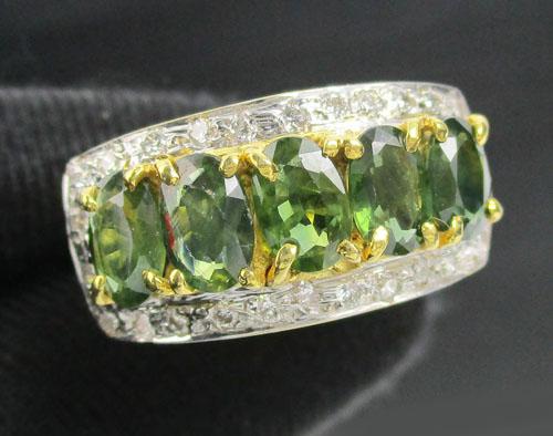 แหวน เขียวส่อง เจียร 5 เม็ด ล้อมเพชร 26 ม็ด 0.26 กะรัต ทอง90 หลุดจำนำ งานสวยมาก นน. 5.00 g