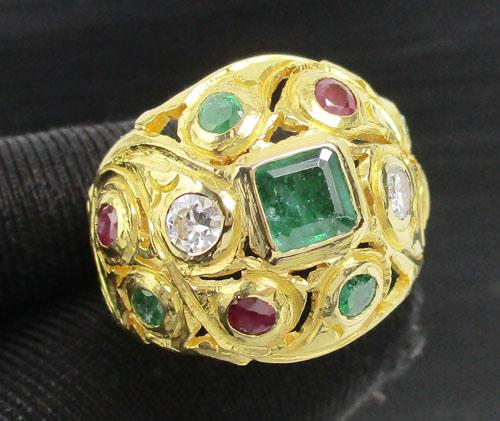 แหวน 3 สี ทับทิม มรกต ฝังเพชร 2 เม็ด 0.32 กะรัต ฉลุลาย ทอง90 หลุดจำนำ งานสวยมาก นน. 10.85 g