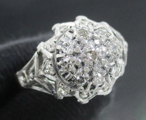 แหวน เพชรทรงบัวคว่ำ 19 เม็ด 0.29 กะรัต ทองK 2 สี งานเก่า หลุดจำนำ นน. 3.58 g