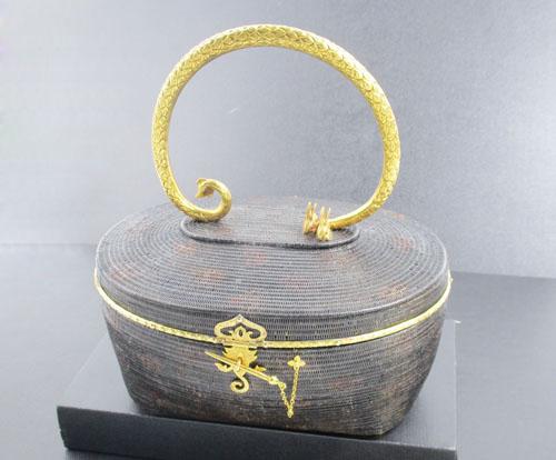 กระเป๋าสานลิเภา ขอบทอง หูแกะลาย พญานาค กระต่ายคู่ บุผ้าไหม  นน. 310.00 g