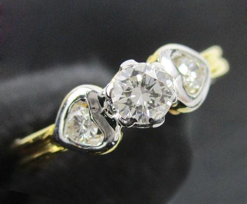 แหวน เพชรเดี่ยวชู 0.15 กะรัต ฝังเพชรข้าง 2 เม็ด 0.06 กะรัต ทอง90 งานสวยมาก นน. 2.50 g