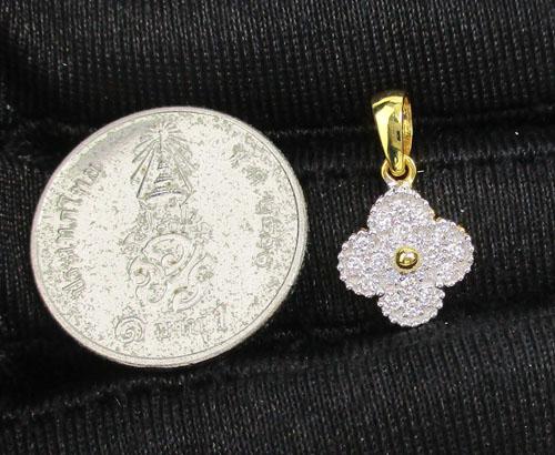 จี้ เพชร กระจุกดอกไม้ เพชร 20 เม็ด 0.16 กะรัต ทอง90 งานสวยมาก นน. 1.18 g 2