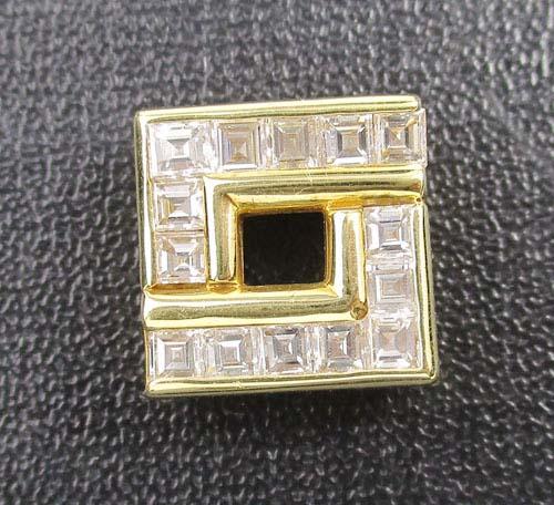 จี้ เพชรสี่เหลี่ยม เพชร Emerald 14 เม็ด 1.00 กะรัต ทอง90 งานสวยมาก นน. 3.68 g