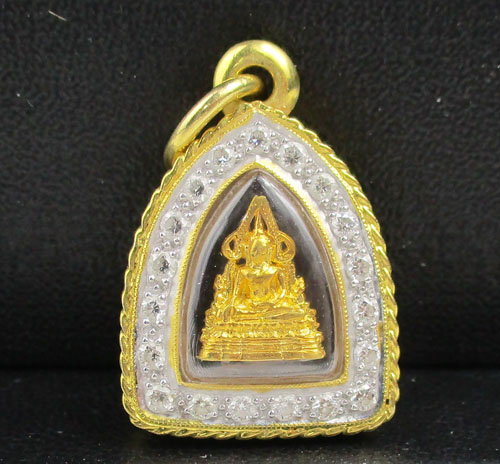 พระพุทธชินราช เนื้อทองคำ กรอบทอง ล้อมเพชร 19 เม็ด 0.38 กะรัต นน. 4.03 g