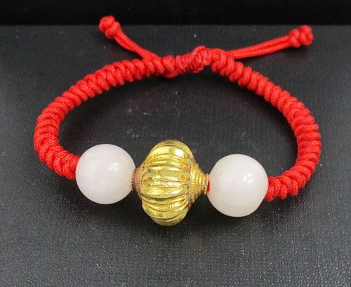 สร้อยข้อมือ เม็ดมะยมทอง คั่นหยก เม็ดกลม เชือกแดง ทอง96.5 งานเก่า ทองโบราณ สวยมาก นน. 17.26 g