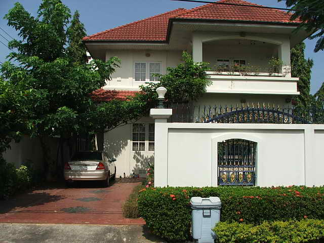 (ให้เช่าแล้ว) บ้านเช่ารามอินทรา / House For Rent บ้านเดี่ยวสวย 200 ตรว.พร้อมอยู่ เฟอร์ครบ สนามหญ้ากว