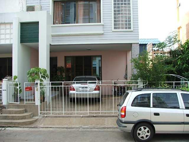 (ให้เช่าแล้ว) บ้านเช่าสุขุมวิท77 /  ทาวน์โฮม 4ชั้นหลังมุม บ้านใหม่ อ่อนนุช46