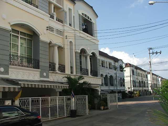 (ให้เช่าแล้ว) บ้านเช่าลาดพร้าว / บ้านกลางเมือง ทำเลสุดยอด ถนนเลียบทางด่วนรามอินทราติดโลตัส