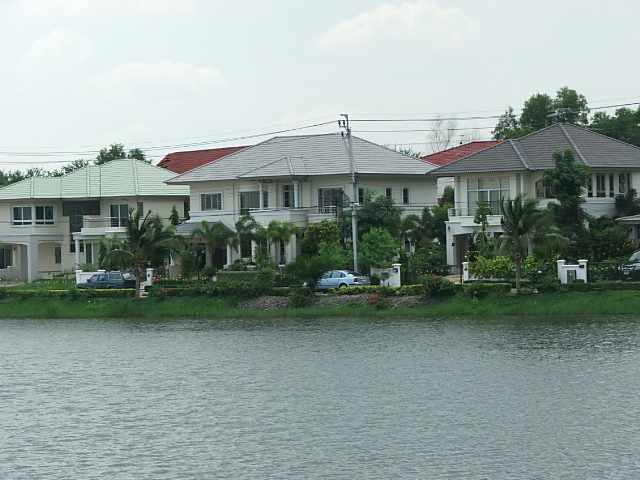 (ให้เช่าแล้ว) บ้านเช่าใกล้สนามบินสุวรรณภูมิ / บ้านใหม่สวย ริมทะเลสาปขนาดใหญ่ ถูกมาก สุวินทวงศ์