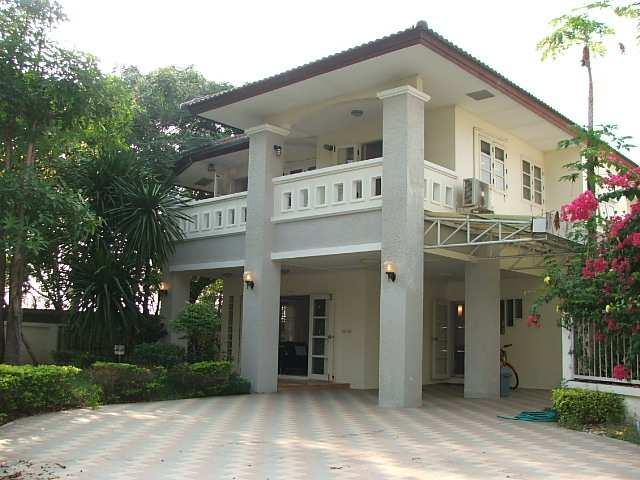 (ให้เช่าแล้ว) บ้านเช่าเทพารักษ์ / บ้านสวย ตกแต่งครบ หมู่บ้านล้วนพฤกษาเลควิว บ้านสภาพดีพร้อมอยู่