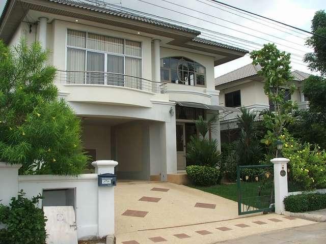 (ให้เช่าแล้ว) บ้านเช่าใกล้สนามบินสุวรรณภูมิ / ศุภาลัยแกรนด์เลค สุวินทวงศ์  หน้าบ้านติดทะเลสาป