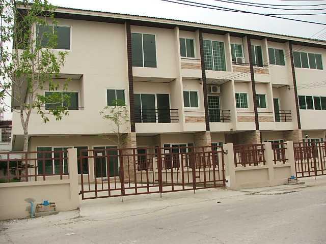 (มีผู้เช่าแล้ว) บ้านเช่าพัฒนาการ / HOME OFFICE ให้เช่า ทาวน์โฮม 3 ชั้น โครงการอยู่ริมถนนพัฒนาการ