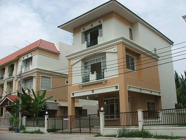 (บ้านเช่าไปแล้ว) บ้านเช่าอ่อนนุช /HOME OFFICE FOR RENT หมู่บ้านแกรนด์วิลล์ บ้านเดี่ยวให้เช่าถูกๆ