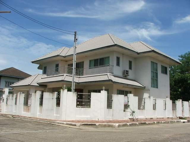 (บ้านเช่าไปแล้ว) บ้านเช่ารัตนาธิเบศร์ / บ้านใหม่! กว้างขวาง  หมู่บ้านชลลดา อยู่อาศัยทำออฟฟิศได