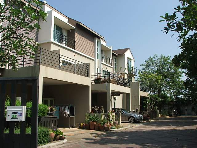 (บ้านเช่าไปแล้ว) บ้านเช่าติวานนท์ / ทาวน์โฮมหลังใหญ่ ให้เช่า บ้านสวย กว้างขวาง350 ตรม.ใกล้ โรงเรียนน