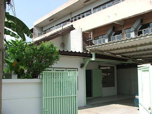 (บ้านเช่าไปแล้ว) บ้านเช่ารัชดา / บ้านเช่าราคาถูก ย่านรัชดา-ห้วยขวาง-เหม่งจ๋าย ใกล้โรงเรียนจันทร์หุ่น 1