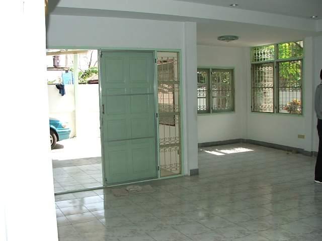 (บ้านเช่าไปแล้ว) บ้านเช่ารัชดา / บ้านเช่าราคาถูก ย่านรัชดา-ห้วยขวาง-เหม่งจ๋าย ใกล้โรงเรียนจันทร์หุ่น 2