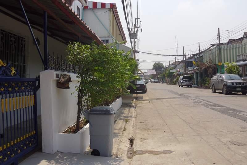 (บ้านเช่าไปแล้ว) บ้านเช่าดอนเมือง / ทาวน์เฮาส์ให้เช่าราคาถูก ปรับปรุงใหม่หลังหัวมุม จอดรถได้หลายคัน 3