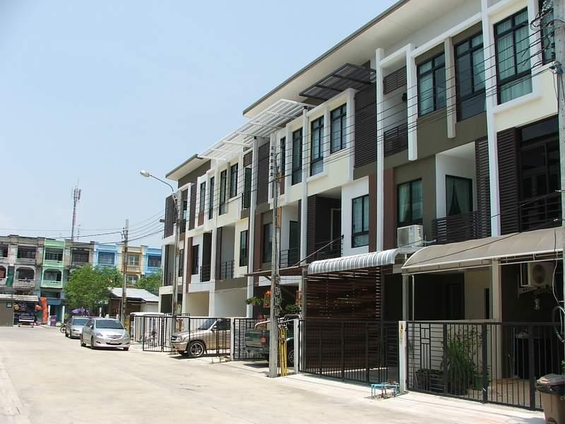 (บ้านเช่าไปแล้ว)บ้านเช่าเอกชัย-บางบอน / ให้เช่าราคาถูก ทาวน์โฮมใหม่ 3ชั้น โครงการ Sixnature เอกชัย64 2