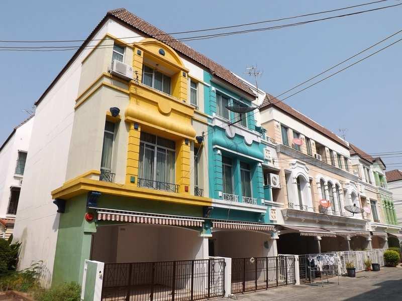 (บ้านเช่าไปแล้ว) บ้านเช่าศรีนครินทร์ / Home Office ให้เช่า บ้านกลางเมือง บริติชทาวน์ หลังหัวมุม