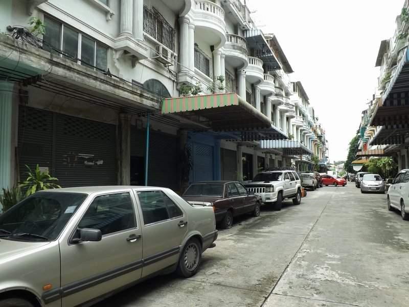 (บ้านเช่าไปแล้ว) บ้านเช่ารามอินทรา / ตึกแถวให้เช่าราคาถูก สภาพดี แอร์ครบทั้งหลัง อยู่ซอยลาดปลาเค้า