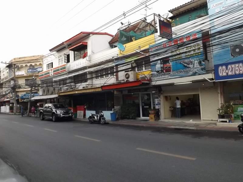 (บ้านเช่าไปแล้ว) ตึกแถวให้เช่า รัชดา-ห้วยขวาง / ตึกแถวทำเลดีค้าขายทำธุรกิจได้เลย ติดถนนราษฎร์บำเพ็ญ 1