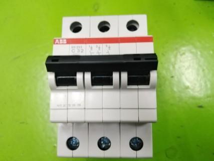 ABB SH203-C32 ราคา 684.60 บาท