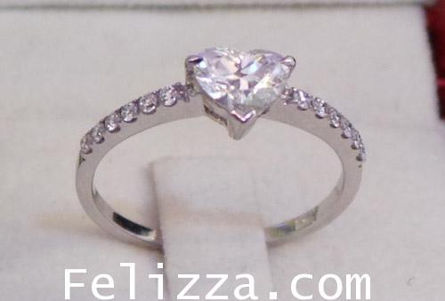 แหวนเพชรหัวใจ RI00389-117 (DNKSX)
