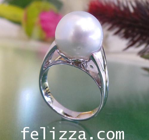 แหวนมุกเซ้าท์ซี  สีขาวอมชมพู RI20509-215