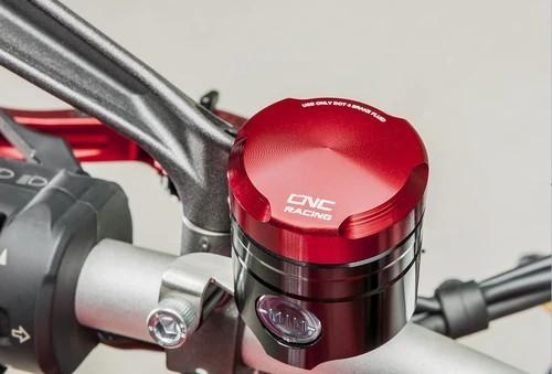 กระปุกน้ำมัน เบรค/คลัทช์  CNC Racing สำหรับ Street Fighter V4