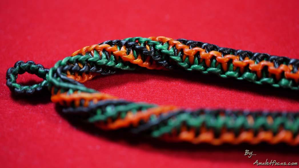 สร้อยคองานเชือกเทียนถัก ความยาว ๒๖ นิ้ว สำหรับห้อยพระเครื่อง ๑ องค์ ลาย ๓ สี สีเขียว ดำ แสด