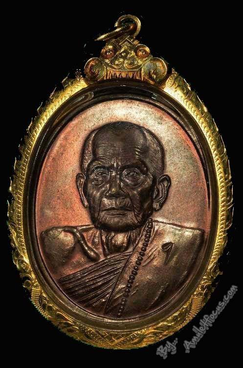 เหรียญ รุ่นแรก หลวงปู่หมุน พิมพ์ครึ่งองค์ ตอกโค๊ตเลข 1 ออก วัดป่าหนองหล่ม ปี 42 พร้อมเลี่ยมทอง 1