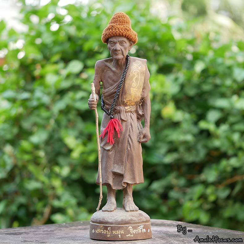 พระบูชายืน 13 นิ้ว เนื้อผงเหล็กน้ำพี้ ลป.หมุน รุ่น ไตรมาสรวยทันใจ ออกวัดป่าฯ ปี 43 No.193 พร้อมบัตรฯ