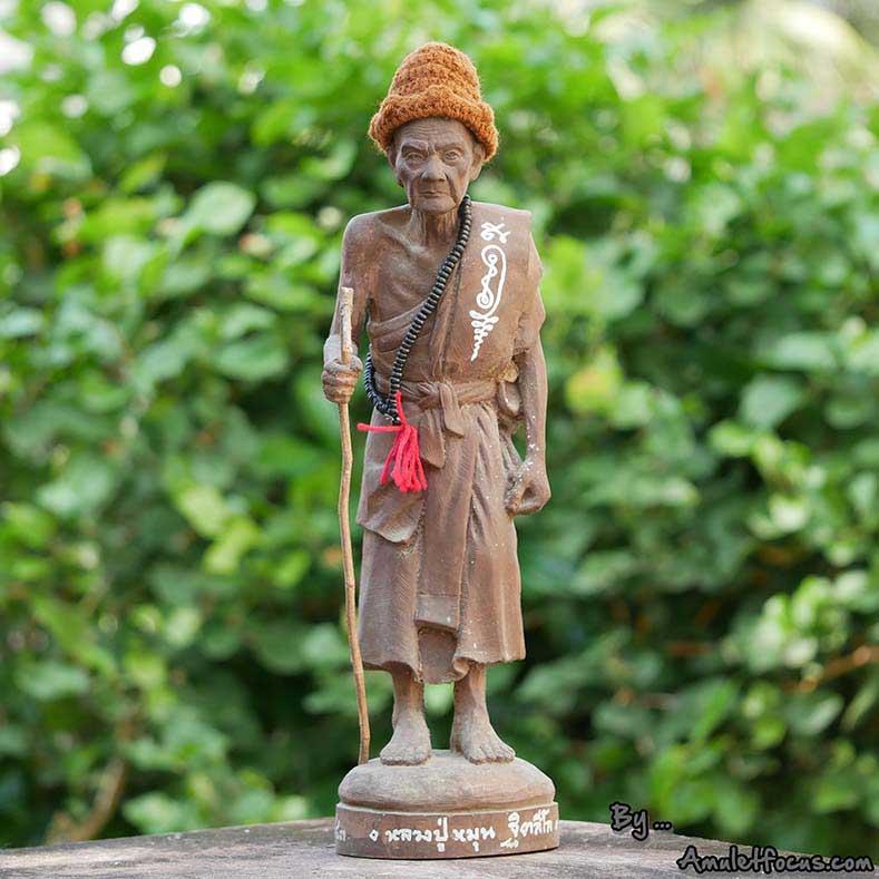พระบูชายืน 13 นิ้ว เนื้อผงเหล็กน้ำพี้ ลป.หมุน รุ่น ไตรมาสรวยทันใจ ออกวัดป่าฯ ปี 43 No.362 พร้อมบัตรฯ
