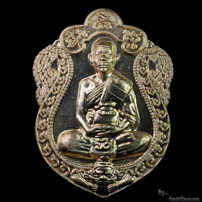 เหรียญเสมาสร้างโรงพยาบาลตราด ลป.บัว ถามโก เนื้ออัลปาก้า บล็อคทองคำ สังฆาฏิ 2 ขีด ออกปี 54 พร้อมบัตร