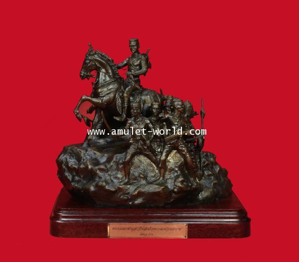 พระบรมรูปสมเด็จพระนเรศวรมหาราช(จำลองจากพระบรมราชานุสาวรีย์ นครลำปาง) กองทัพภาคที่ ๓