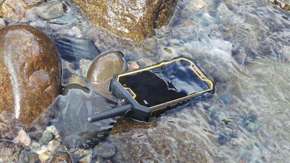 โทรศัพท์ Runbo X5
