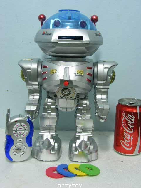 หุ่นยนต์ Robot บังคับวิทยุ  สามารถทำตามคำสั่งได้ถึง 12 แบบ แถมยิงกระสุนโฟมได้!!