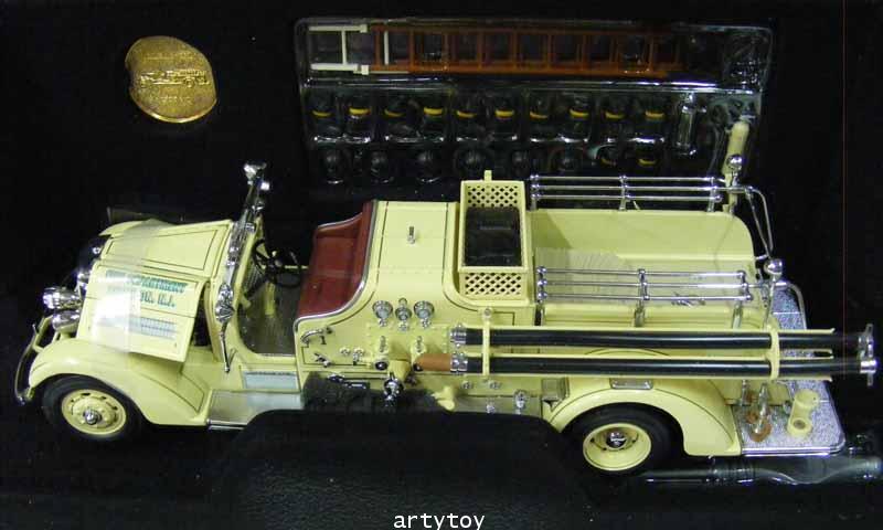 รถดับเพลิงโมเดล รุ่นปี 1938 Ahrens Fox VC Scale 1:24