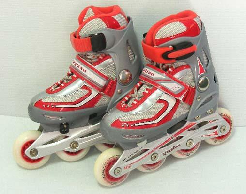 รองเท้าโรลเลอร์ เบรด (Roller Blade) คู่เล็ก ล้อมีไฟ  สามารถปรับขนาดเท้าได้