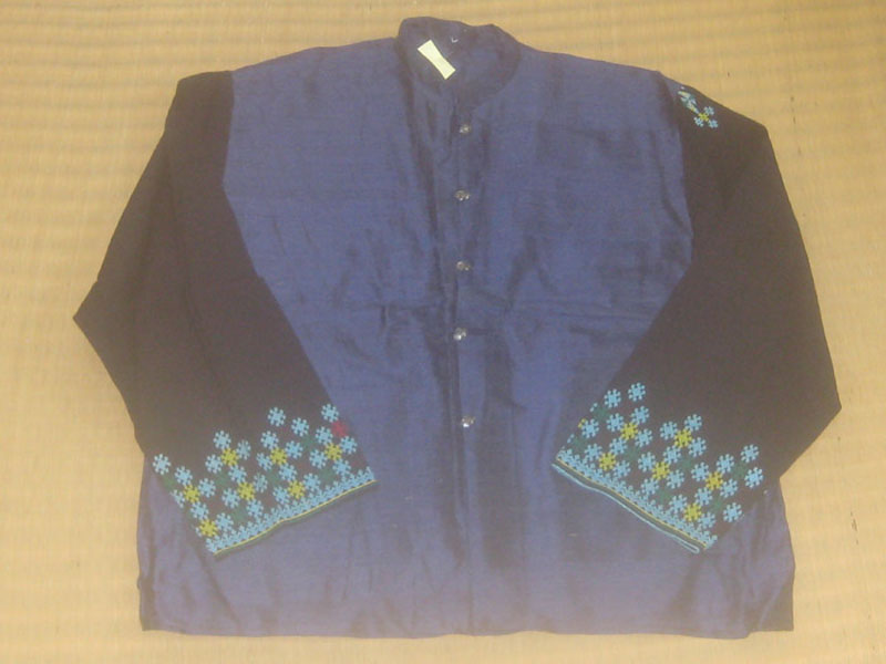 เสื้อคอจีนผ้าไหม ประดับลายปักเย้า โทนสีน้ำเงิน กระดุมเงินแท้ตอกลาย ปักลวดลาย