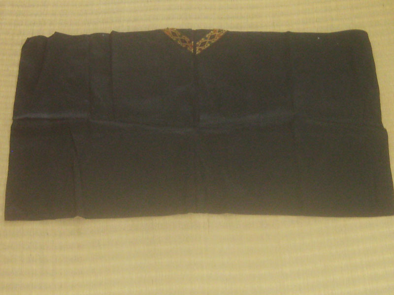 เสื้อปีกค้างคาว ผ้าไหมสีดำ