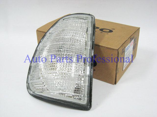 Auto Pro. ไฟเลี้ยวสีขาวใสข้างขวา Depo รถเบนซ์ W123 230 240D 300D 230E 280E