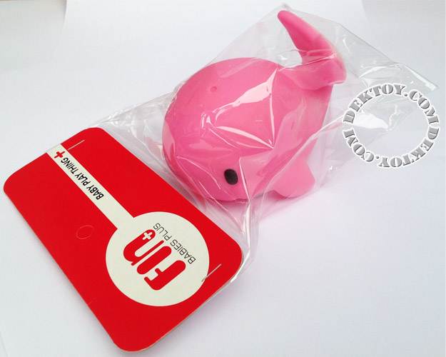 ยางบีบลอยน้ำโลมา สีชมพู Fin Toy-1012